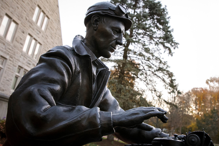 Statue of Ernie Pyle outside Franklin Hall